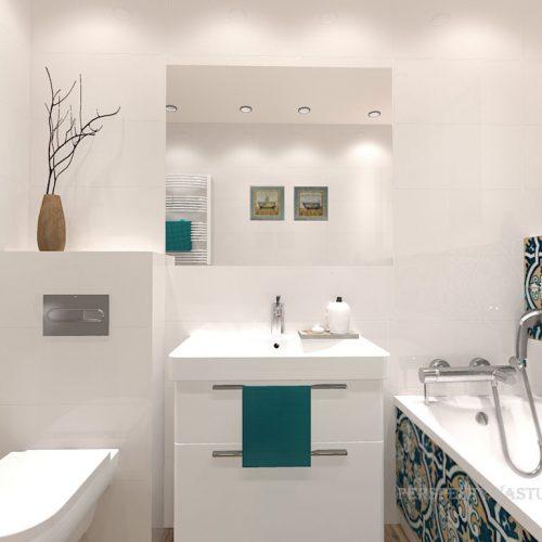 projekt-łazienki-projektowanie-wnętrz-lublin-perspektywa-studio-łazienka-biała-ozdobny-dekor-6m2-wanna-w-zabudowie-okno-Rozeta-1