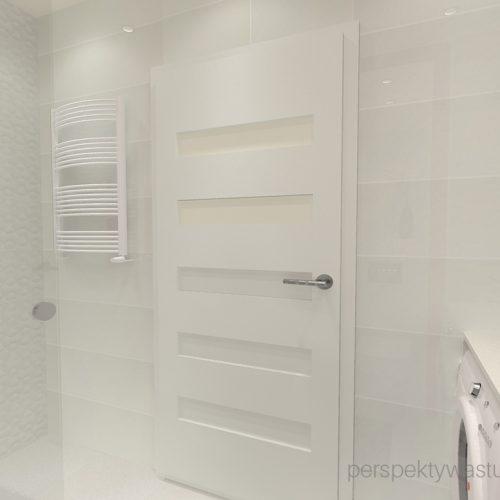 projekt-łazienki-projektowanie-wnętrz-lublin-perspektywa-studio-łazienka-nowoczesna-4-m2-biel-plus-różowy-lacobel-fuksja-prysznic-bez-brodzika-z-odwodnieniem-liniowym-wneki-Rosa-5